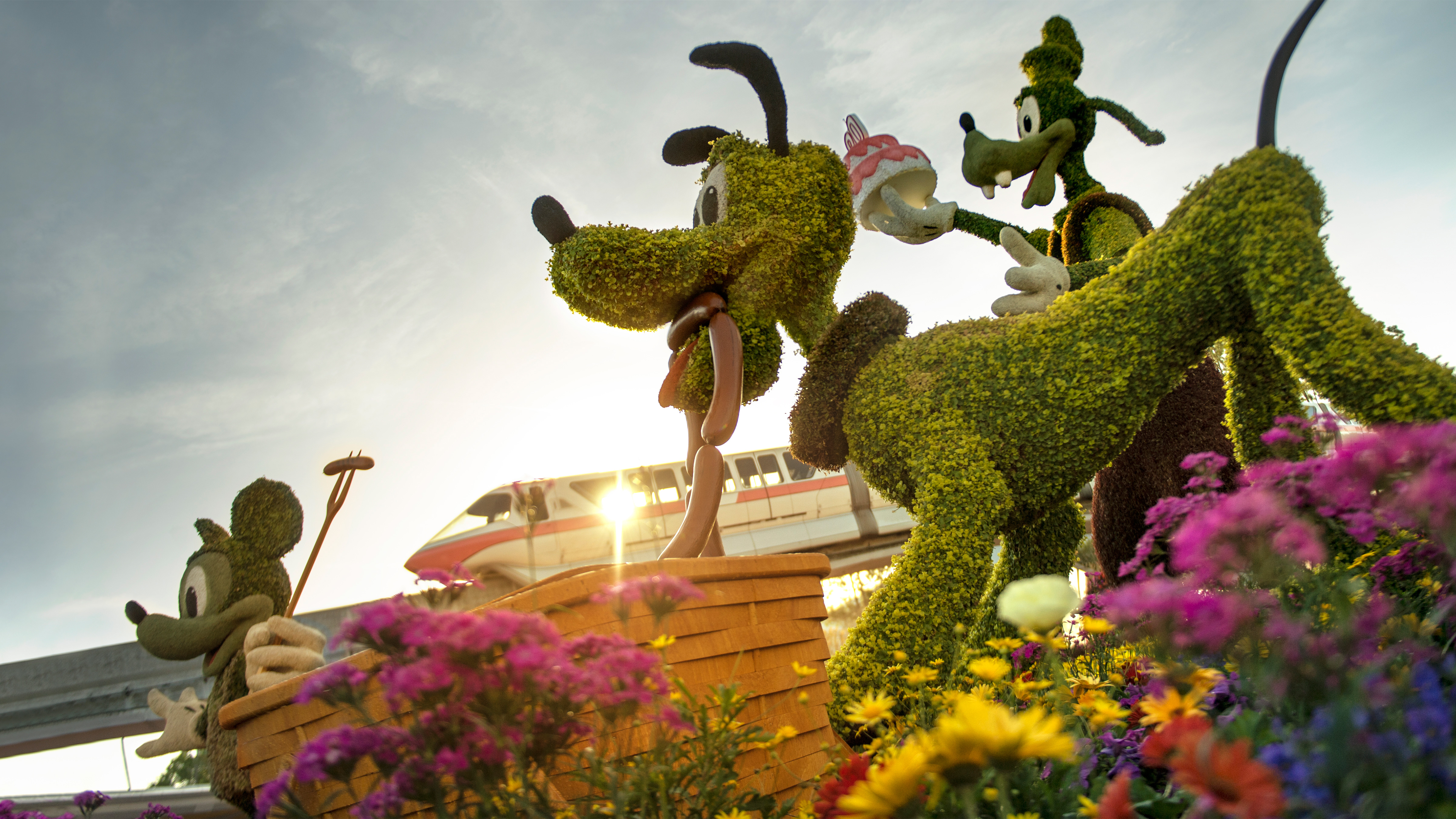 Epcot Flower Garden Festival 2018 Complete Guide Food Menus Topiary List And Concert Lineup